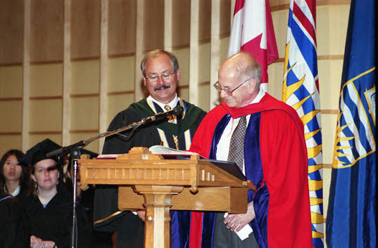 Honorary degree recipient Daniel Kahneman signing the register