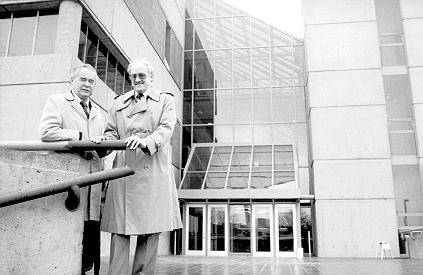 Jim Gove (L) and Peter Suedfeld (R) in front of new Psychology building